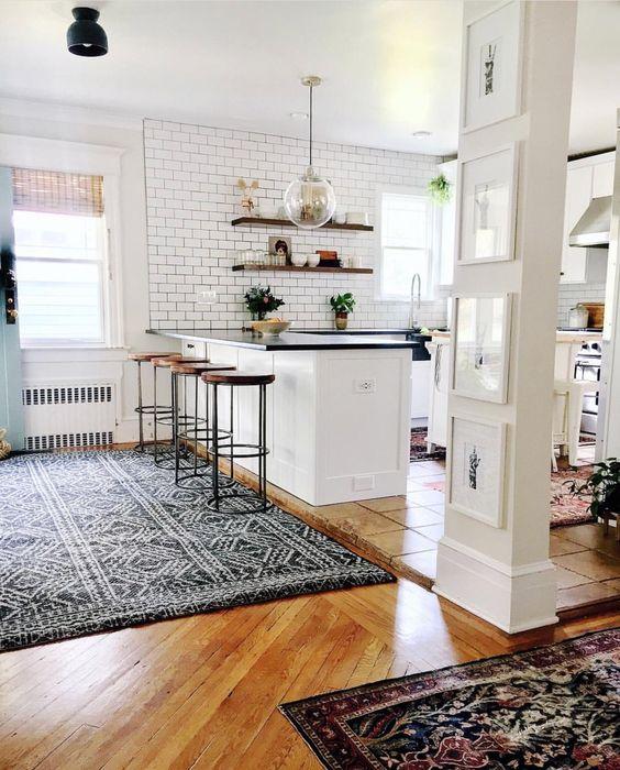suelo-madera-alfombra-cocina