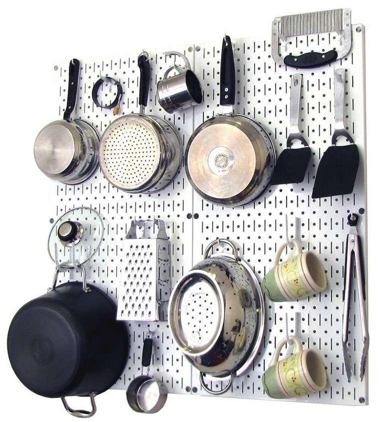 tablero-clavijas-cocina-acero-brillante