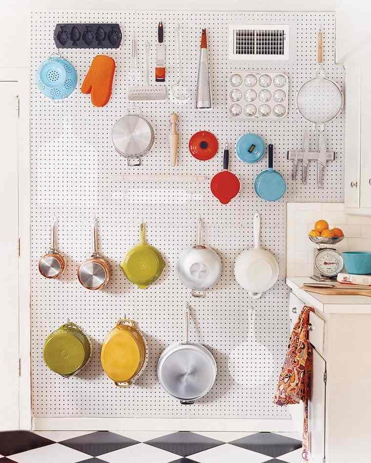 tablero-clavijas-cocina-ideas-suelo-techo