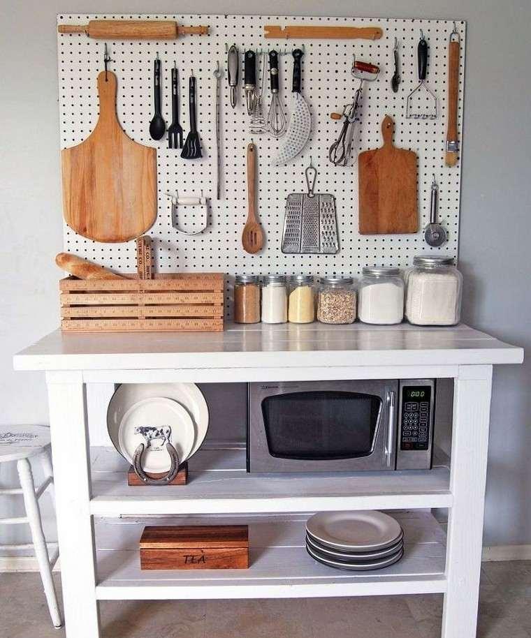 Accesorios de cocina ideas para ahorrar espacio con el uso de un tablero de clavijas
