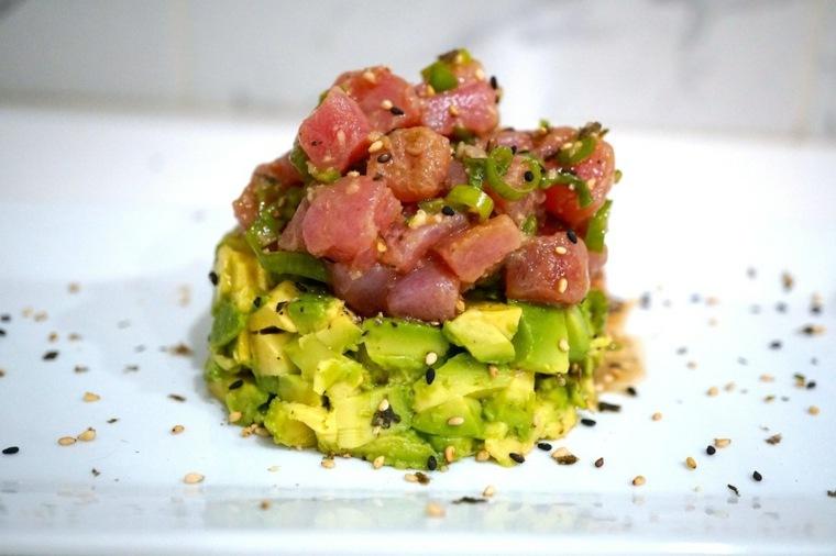 tartar de atun-preparado-aguacate