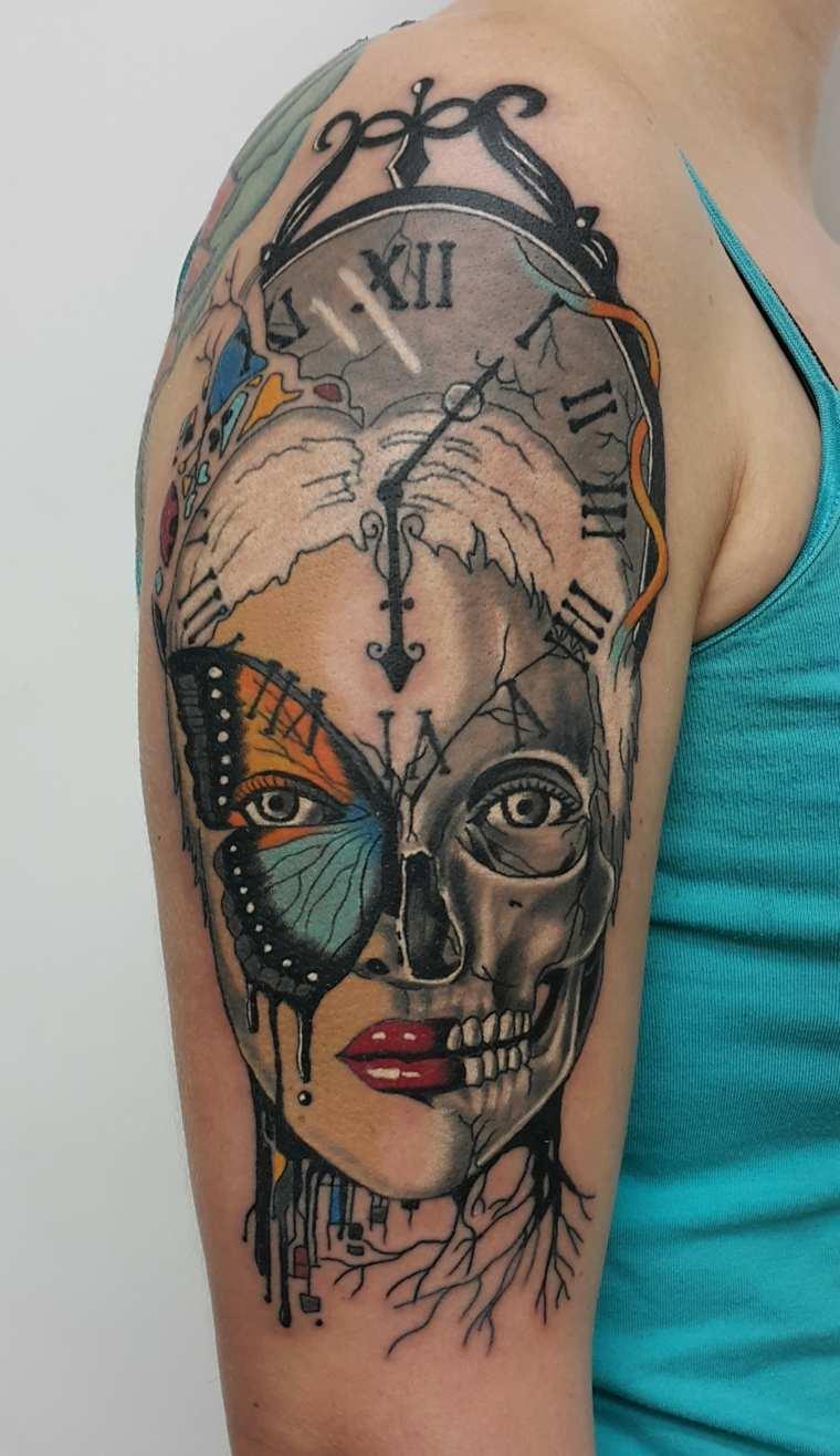 tatuaje-hombre-hombro-combinacion-varios-elementos