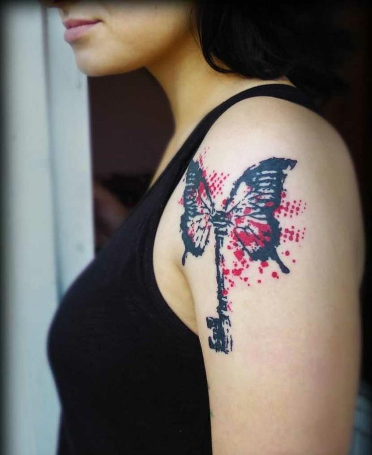 tatuaje-hombre-hombro-llave-mariposa