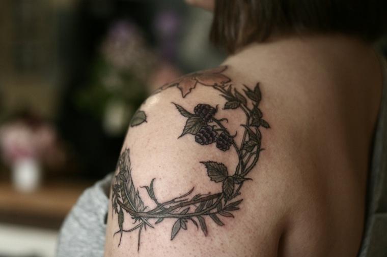 tatuaje-hombro-corona-ideas