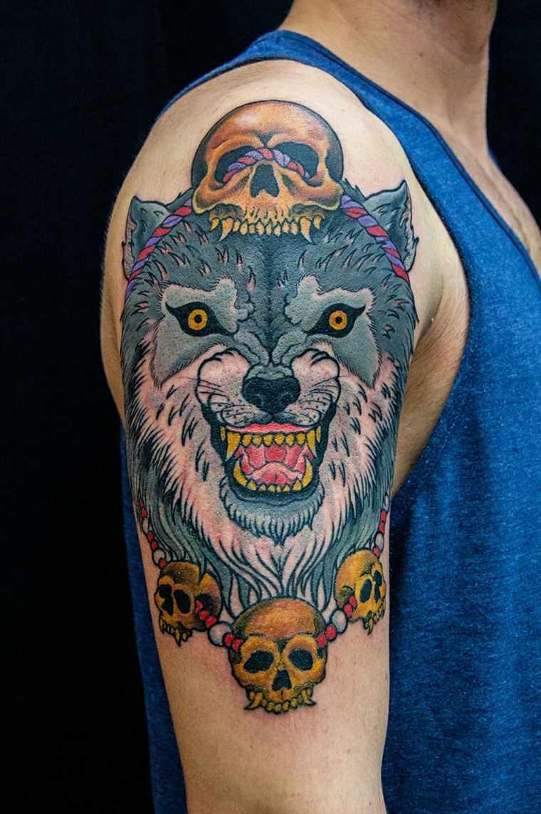 tatuaje-hombro-lobo-calaveras-opciones