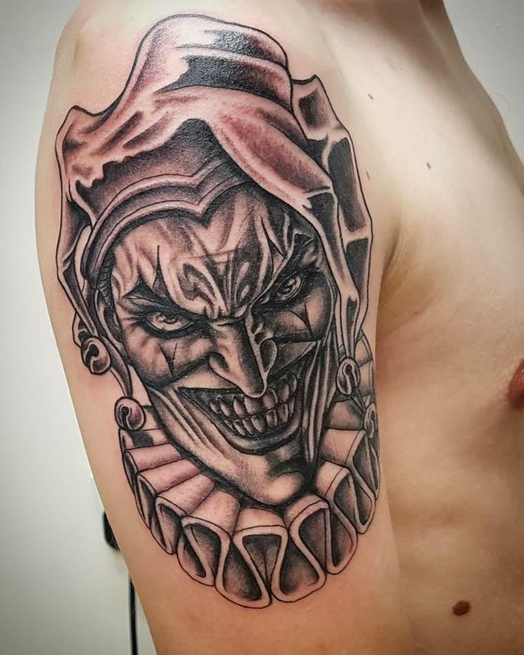 tatuajes para el hombro bufon-maligno