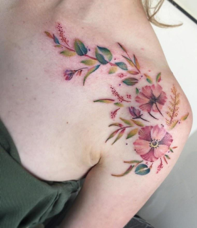 tatuajes para el hombro-estilo-femenino-flores