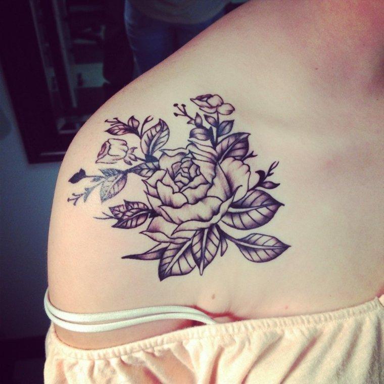 tatuajes-para-el-hombro-flores-grandes-rosa