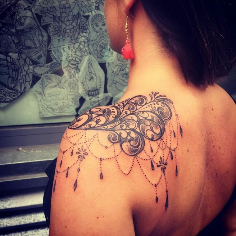 tatuajes-para-el-hombro-ideas-bellos-tatuajes-femeninos