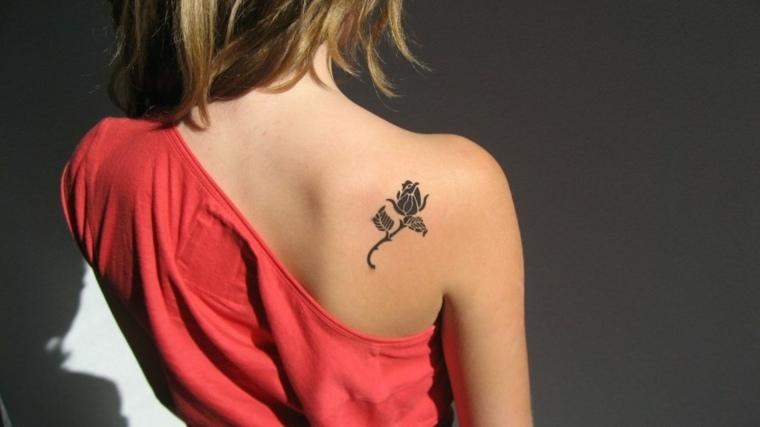 tatuajes para el hombro-ideas-rosa-pequena