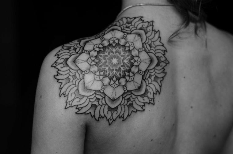 tatuajes-para-el-hombro-mandala-grande