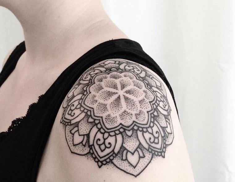 tatuajes-para-el-hombro-mandala-puntos