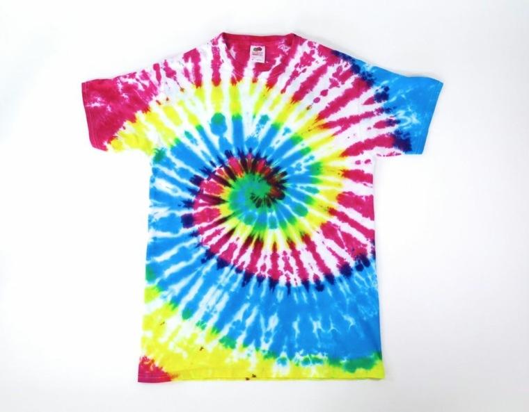 camiseta-teñida-colorida