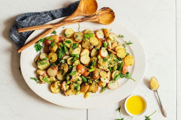 comida vegana-ensalada-patatas-opciones-ideas