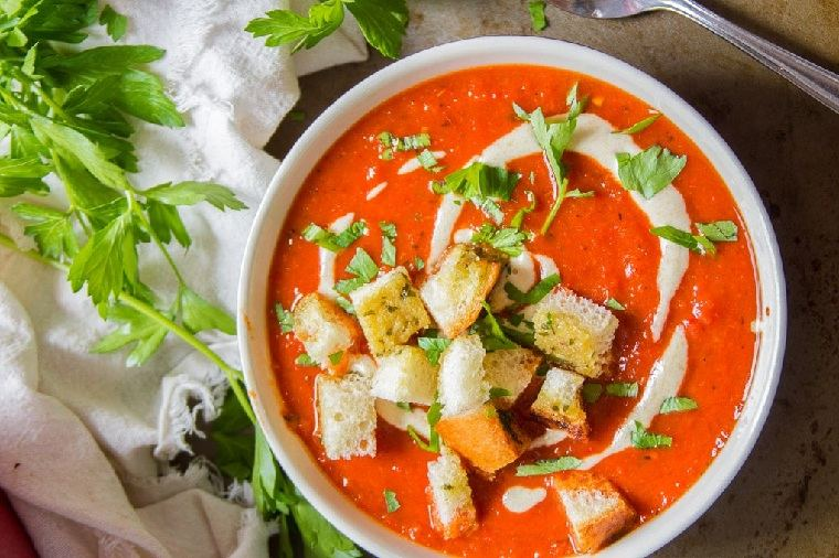 comida-vegana-spa-pimientos-rojos-crotones-ajo