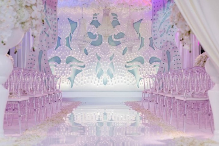 decoracion-boda-sillas-transparentes-iluminacion