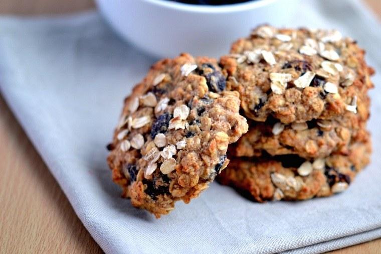 desayunos-veganos-ideas-galletas-avena-uvas