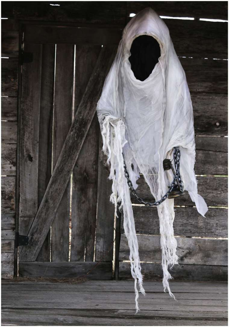 fantasma-para-Halloween-con-cadena