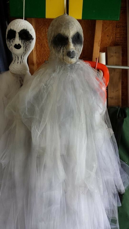 fantasmas para Halloween con-cráneos
