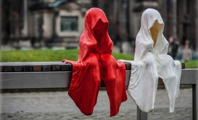 fantasmas para Halloween en-un-banco