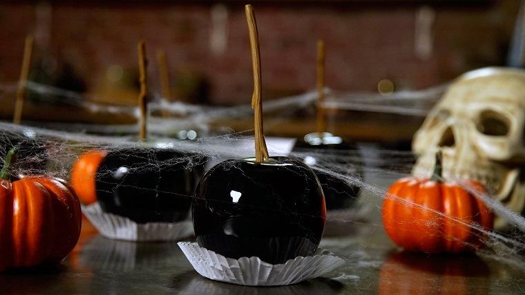 fiesta-de-halloween-manzanas-negras