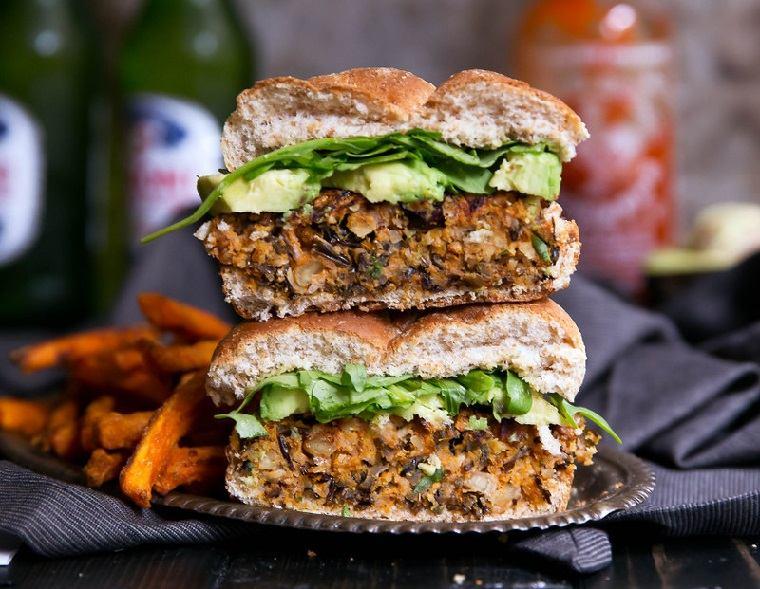 hamburguesas veganas-arroz-salvaje-batata-receta-deliciosa