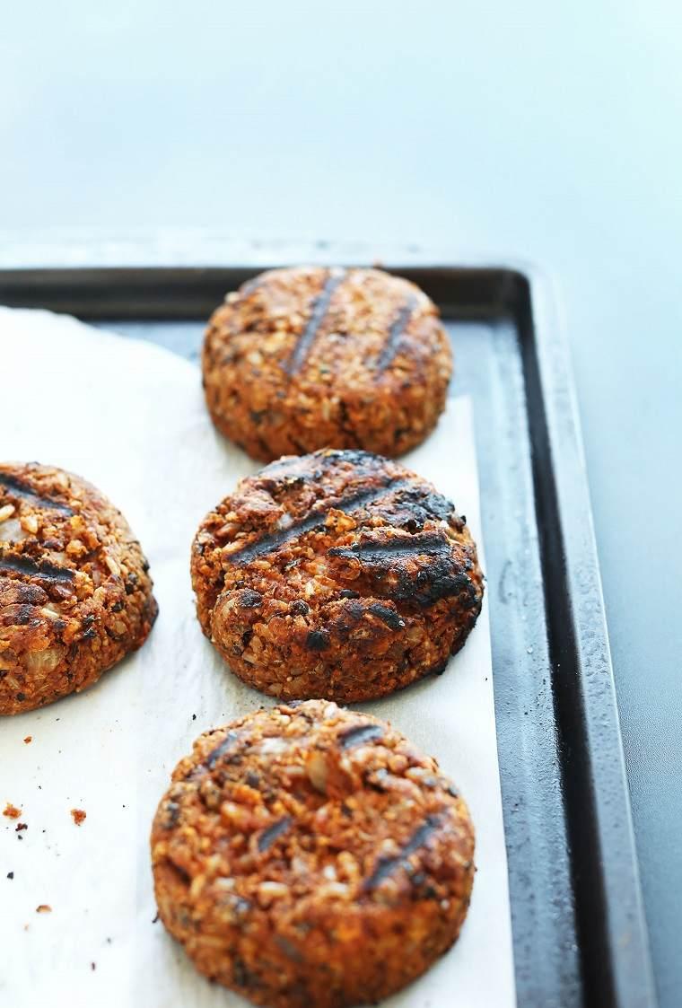 hamburguesas-veganas-faciles-parilla-receta-sabrosa