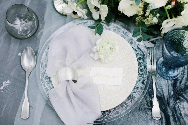 ideas-para-bodas-invierno-decoracion-platos-azul