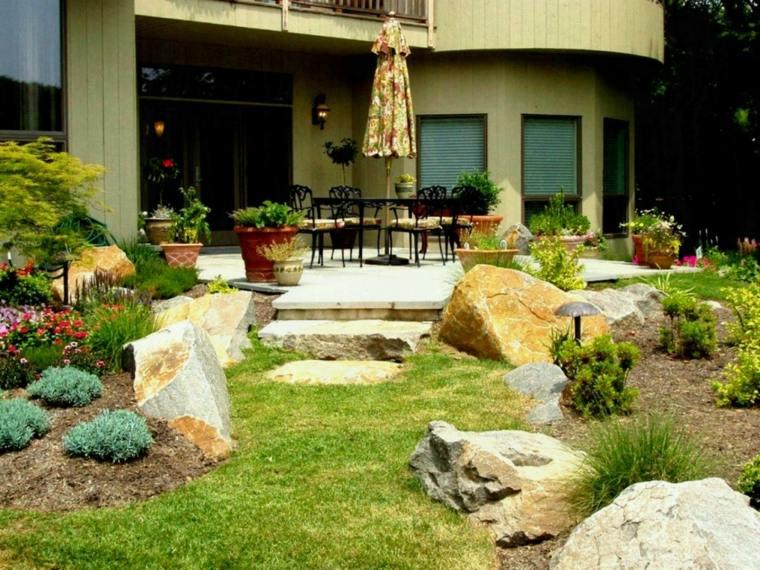 jardines-inclinados-ideas-con-piedras