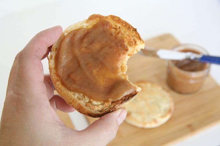 mantequilla-de-manzanas-con-pan