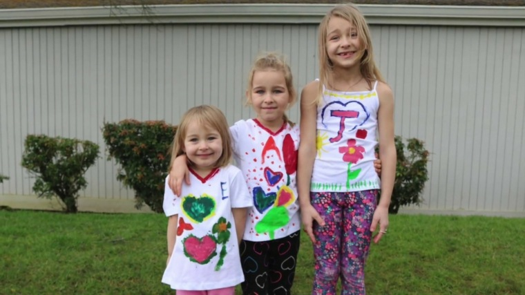 niñas-con-camisetas-dibujadas