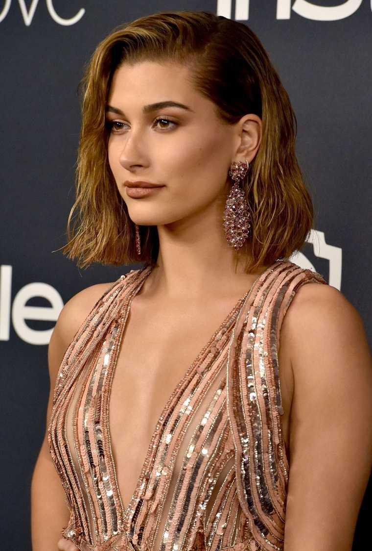 peinados-de-moda-2018-estilo-flequillo-lado