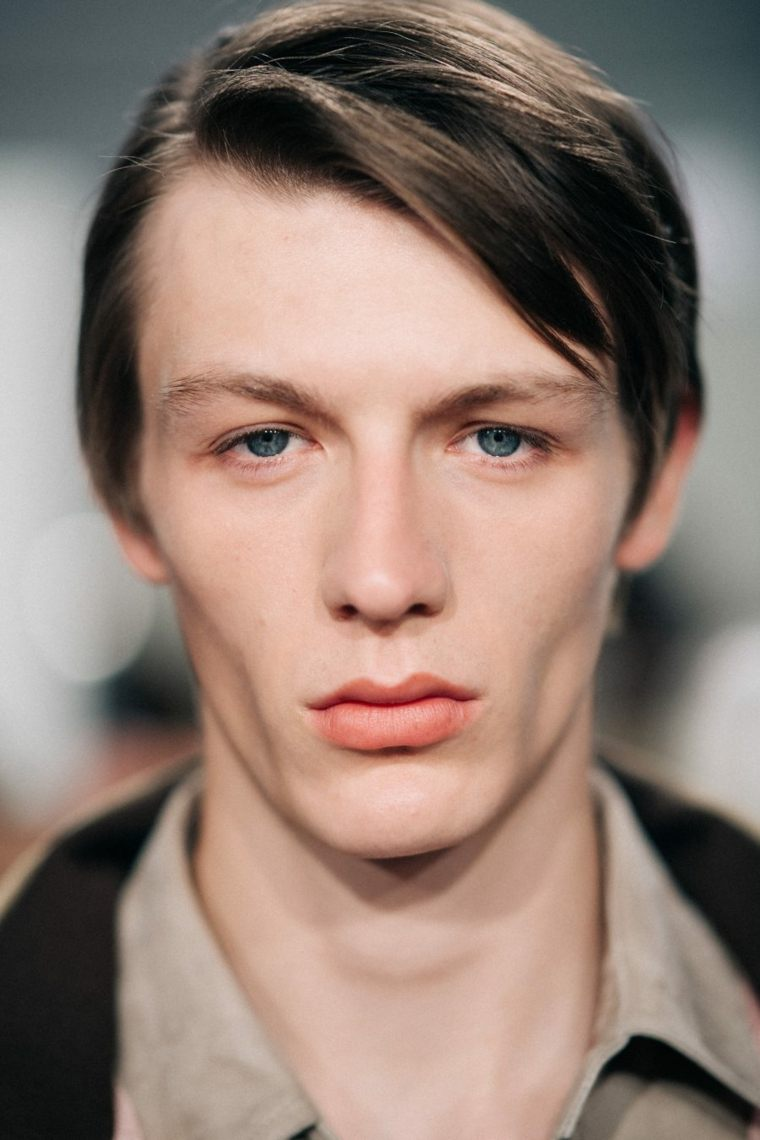 peinados-modernos-hombre-flequillo-largo-lado