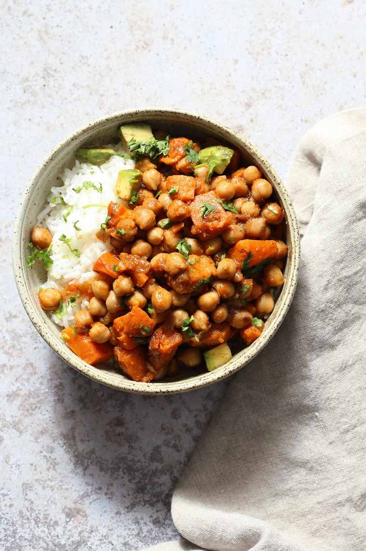 recetas veganas fáciles-guiso-patatas-dulces-guisantes-ideas