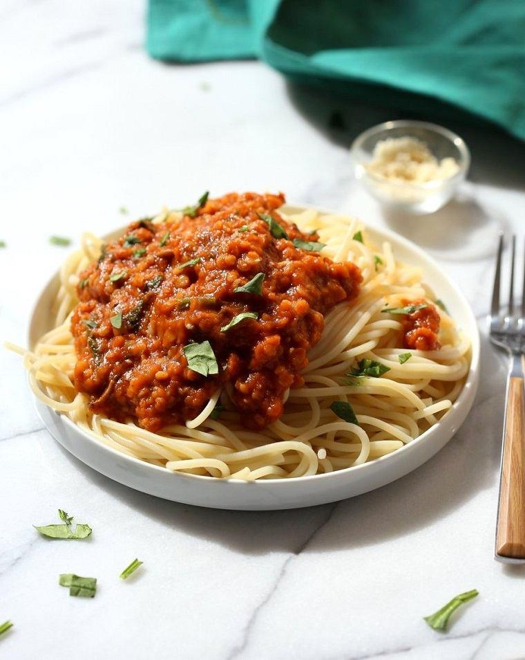 recetas-veganas-faciles-lentejas-bolonesa-ideas-rapido