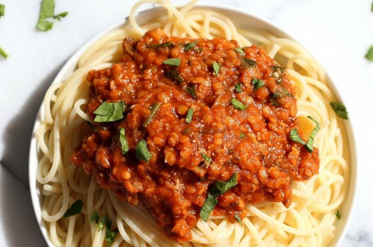 recetas veganas fáciles-lentejas-bolonesa-ideas