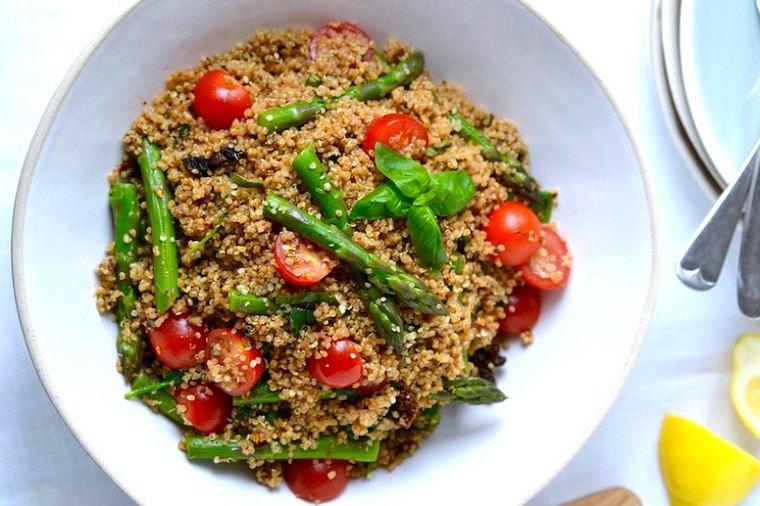 recetas-veganas-rapidas-esparragos-quinoa-ideas