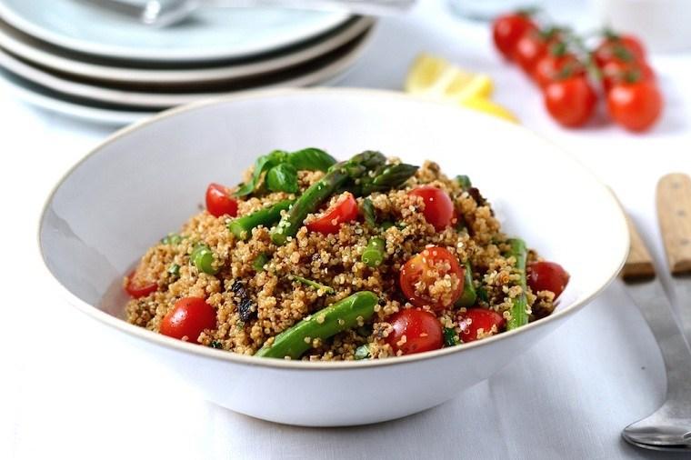 recetas-veganas-rapidas-esparragos-quinoa-opciones