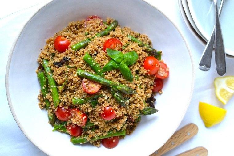 recetas-veganas-rapidas-esparragos-quinoa