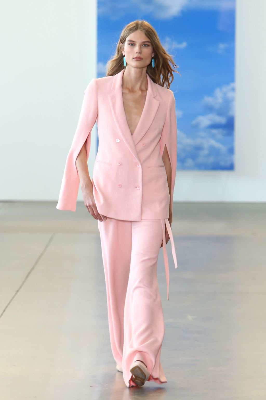 ropa-de-moda-2018-traje-color-rosa