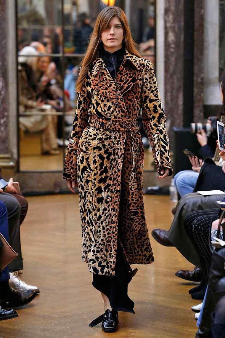 ropa de moda 2018 victoria-beckham-estampa-felina