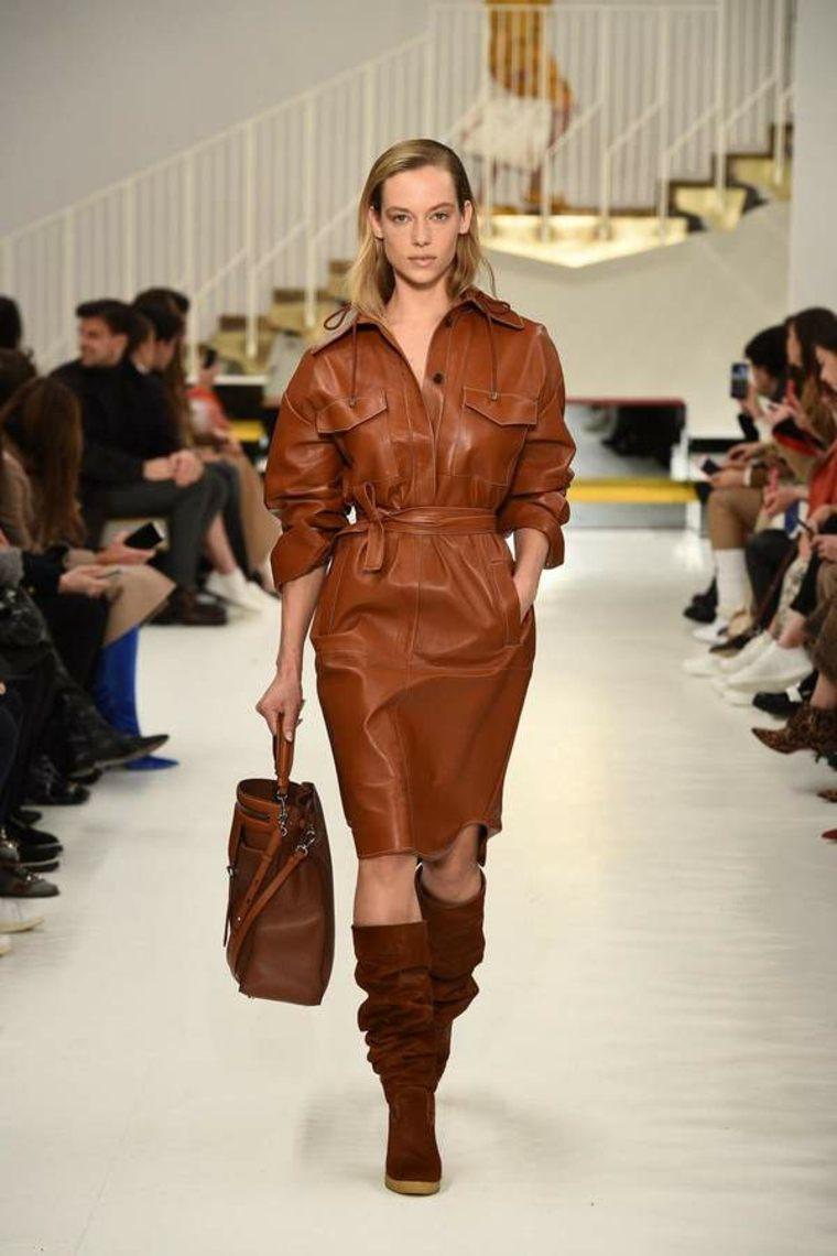 vestido-de-cuero-marrón