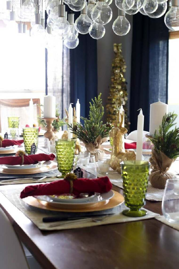 arbol-de-navidad-pequeno-mesa-decorada