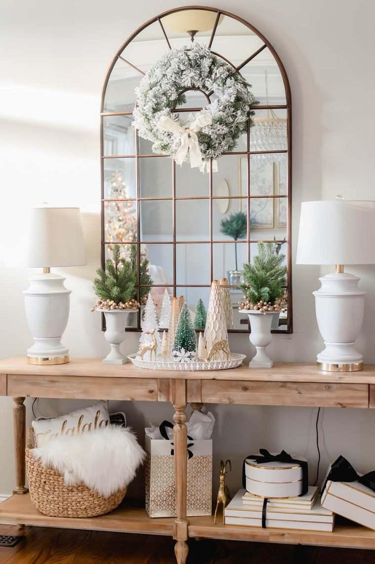 arbol-de-navidad-pequeno-mesa-madera-espejo