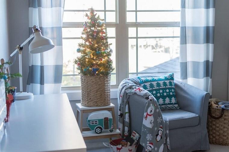 arbol-de-navidad-pequeno-ventana-habitacion
