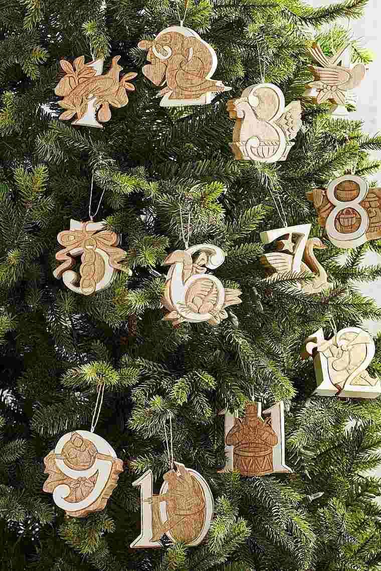 arboles-navidenos-decorados-inspiracion-ornamentos-madera