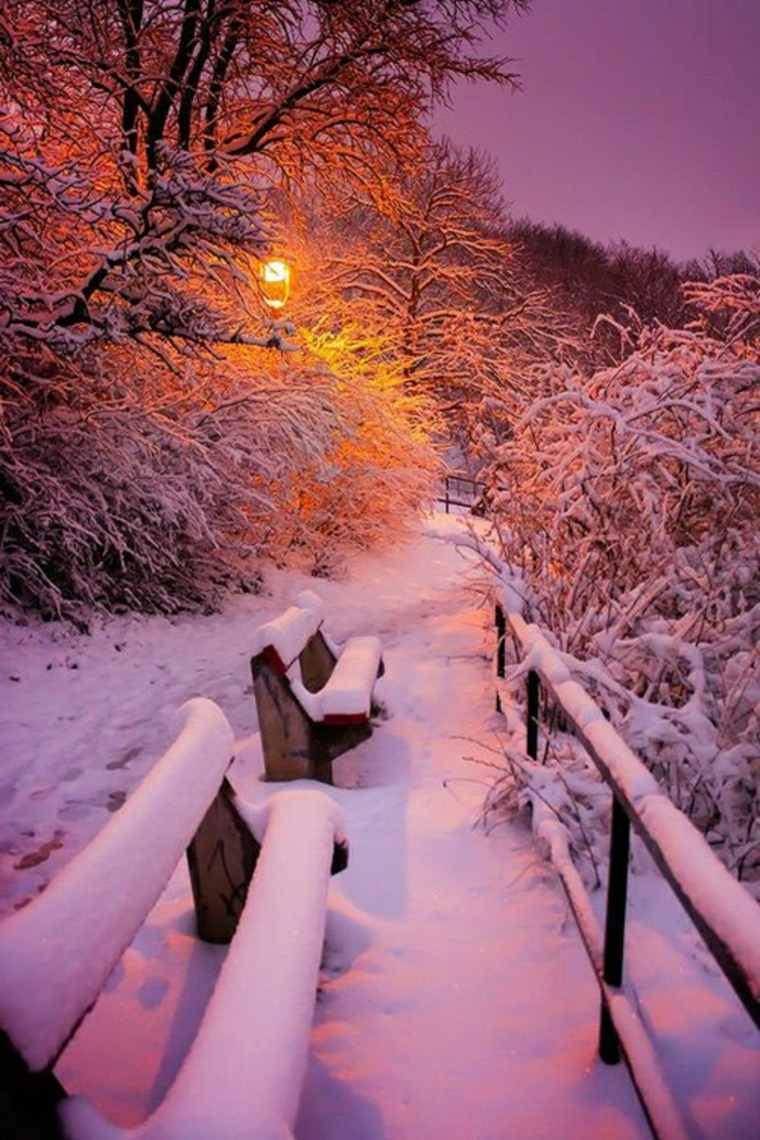bancos-con-nieve-anochecer