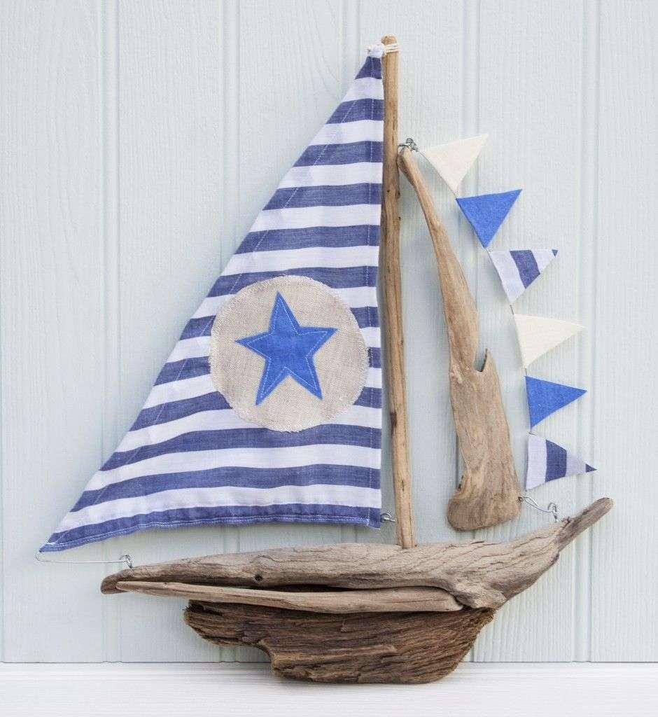 barco-madera-deriva-azul