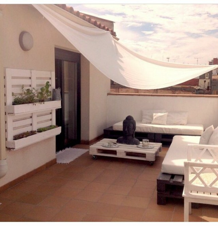 Bonita terraza original estilo chill out con palets