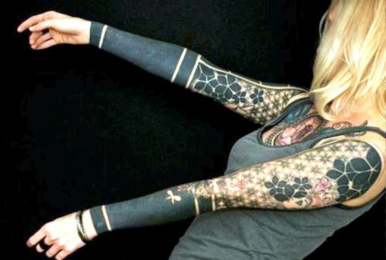 brazos-con-mangas-tatuadas